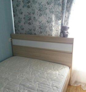 Очень срочно! Кровать с матрасом.