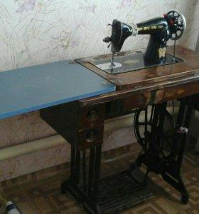 Швейная машина старого образца (Китай )