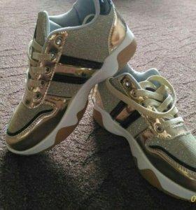 Кроссовки,новые.