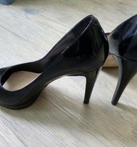 Туфли черные 39р