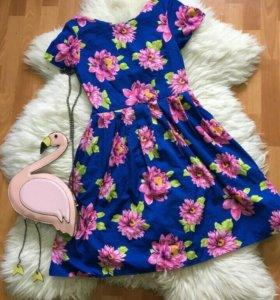 Платье в отличном состоянии.М(маленькая L)
