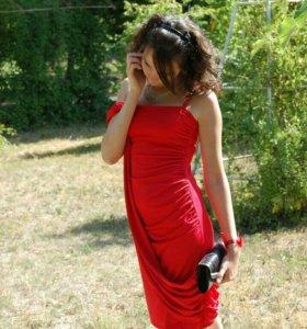 Платье красное, коктейльное.
