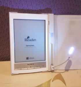 Электронная книга для чтения в серебристом корпусе