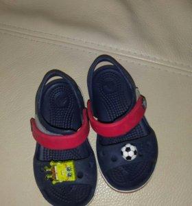 Пляжные сандалики crocs