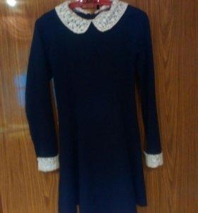 Продаю школьное платье.