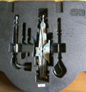 Домкрат, балонный ключ Honda Civic 4d
