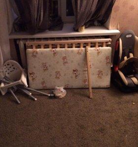 Стульчик,кресло а/м, кроватка, матрас