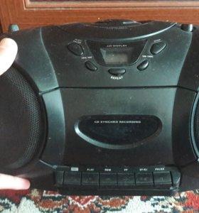 CD и кассетный магнитофон