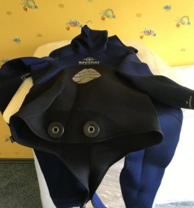 Гидрокостюм (комбинезон, куртка) двухсторонние.