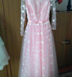 Шикарное платье для выпускного или свадьбы.