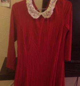 Вечернее платье с кружевным воротником