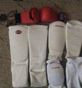 Комплект защитной одежды для каратэ