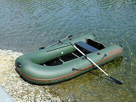 Лодка резин с веслами