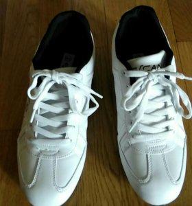 Новые кросовки 39-40 размер