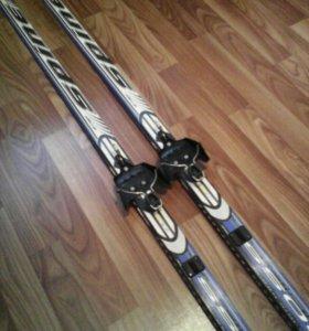 Лыжи и палки .