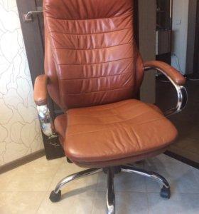 Компьютерное кожаное кресло