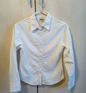 Рубашка Moschino.