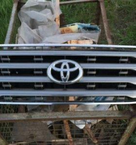 Решетка радиатора Land Cruiser 200 Оригинал