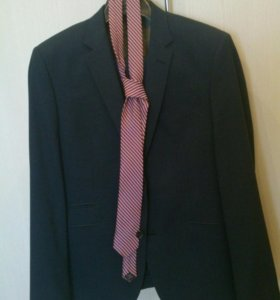 Костюм мужской, галстук в подарок