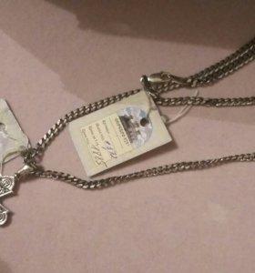 Серебрянная цепь и крест.