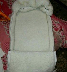 Конверт белый на овчине на выписку,очень красивый