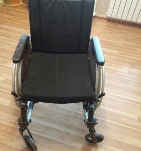 Кресло-коляска для ивалидов