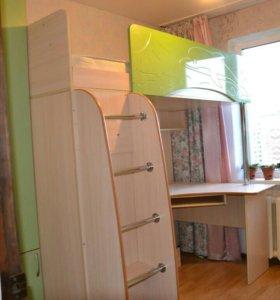 Продам школьный уголок с кроватью чердаком