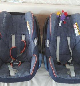 Автомобильнве кресла 0+( автолюльки Maxi Cosi)