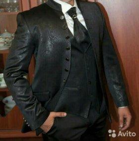 Пиджак с жилетом и галстуком
