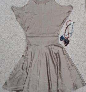 Нарядное платье из натурального шелка .