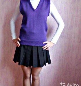Вязаная фиолетовая жилетка гимназиста
