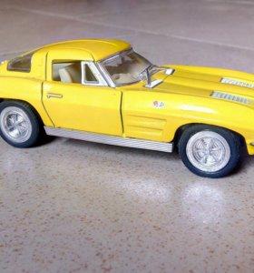 Коллекционная модель 1/32 Corvette Sting Ray 1963