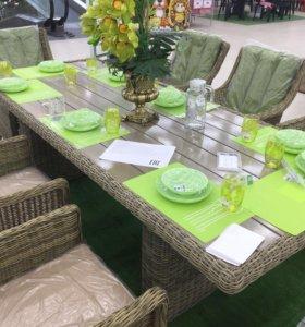 Стол обеденный плетёный из ротанга