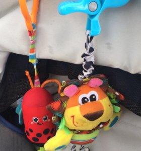 Первые игрушки-погремушки