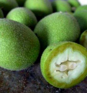 Грецкие орехи зелёные