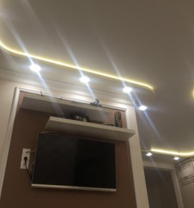 Натяжной потолки со светильниками