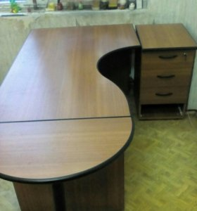Офисный стол и шкаф