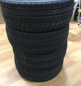 Bridgestone Blizzak VRX 235/45 R18 комплект шин