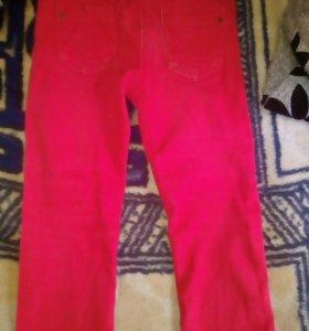 Красные джинсы 104р