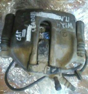 Суппорт передний левый под ABS Mercedes W124