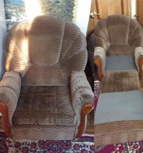 Диван раскладной и два раскладных кресла