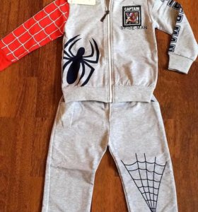 Новый спортивный костюм на мальчика