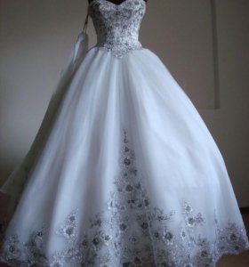 Свадебное платье новое, в комплекте палантин