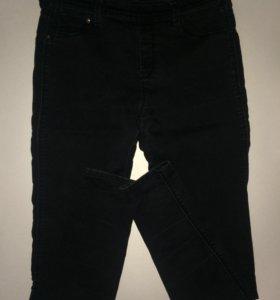 Чёрные джинсы на высокой талии Bershka