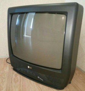 Телевизор цветной рабочий в отличном состоянии.