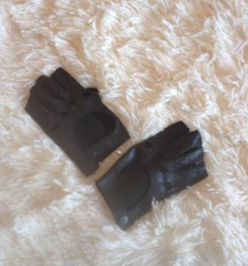 Перчатки Мерседес кожа