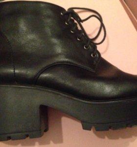Ботинки осенние 40 размера