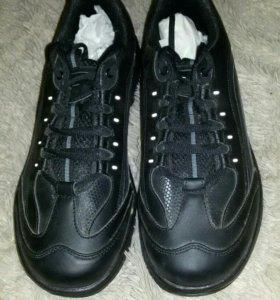 Новые кроссовки walkmaxx 46 размера.