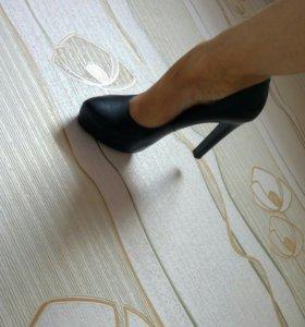 Новые кожаные туфли 40-41р