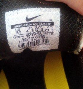 Продам футбольные бутсы nike для детей